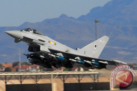 20141103raf_eurofighter_typhoon_nellis_afb_2008